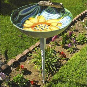 Birdbath 285x285 Outdoor Summer Decor: Beautifying Your Space