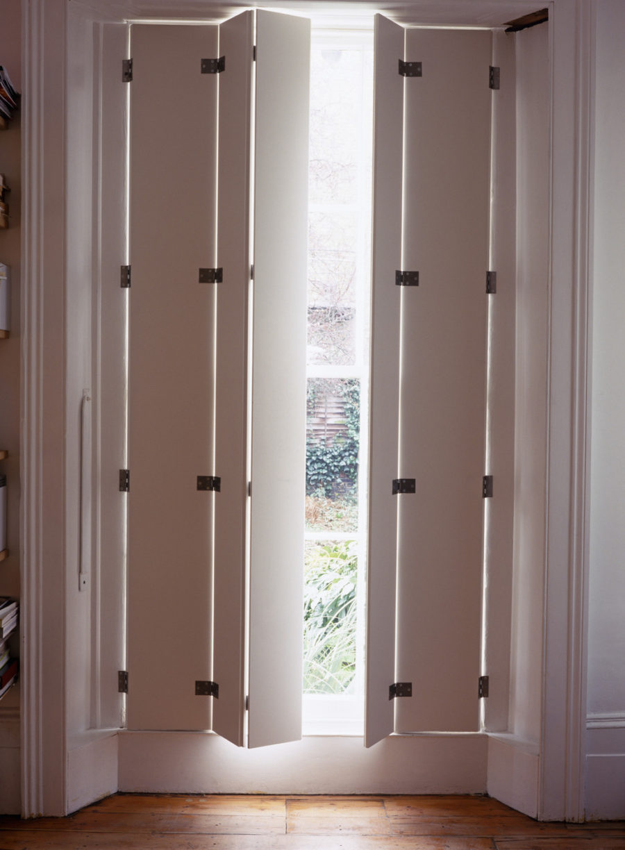 Modern interior shutters for each and every room for Volet battant bois pour porte fenetre