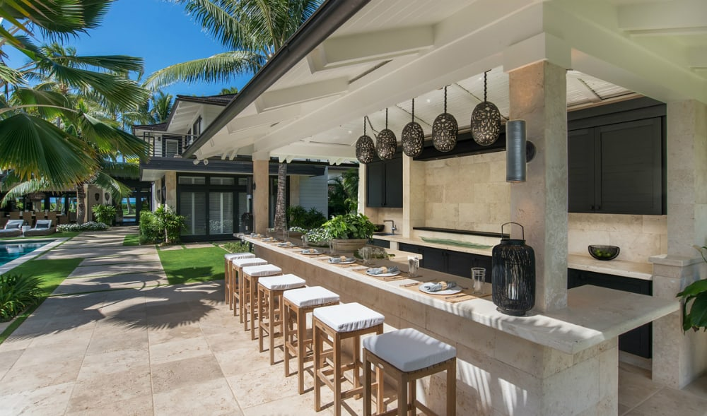 House of Paradise outdoor wet bar