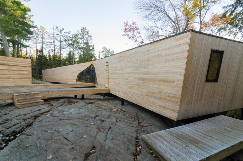 KissKiss House by Charles Lazor