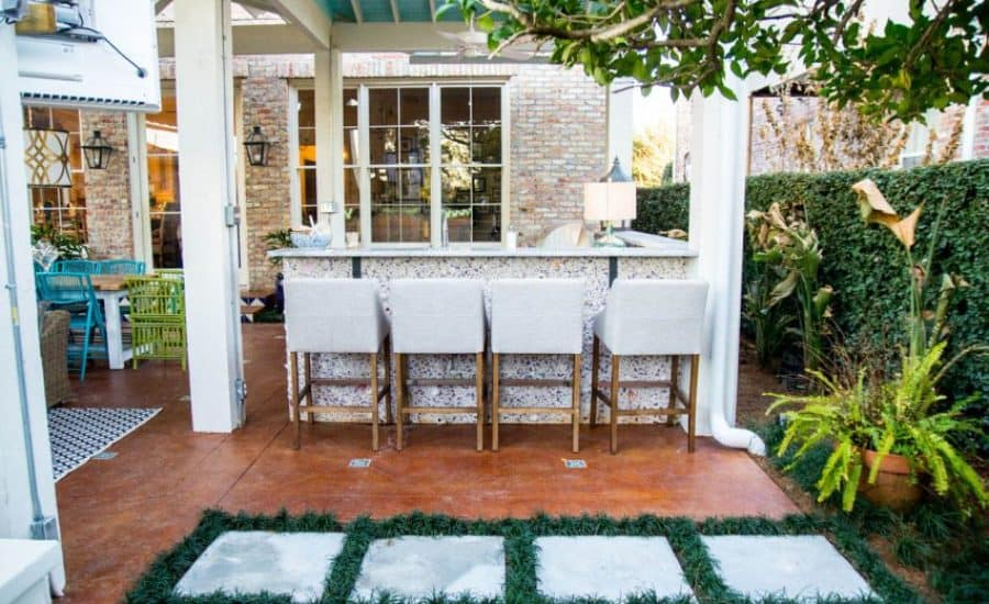 Mexican-inspired outdoor wet bar
