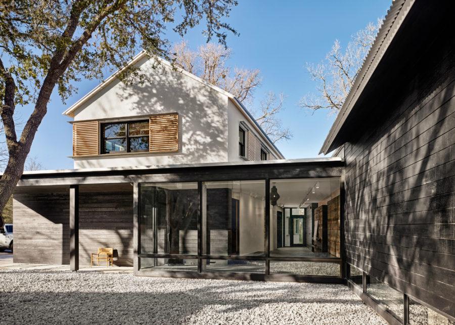 Modern Texas Prefab House by Aamodt Plumb