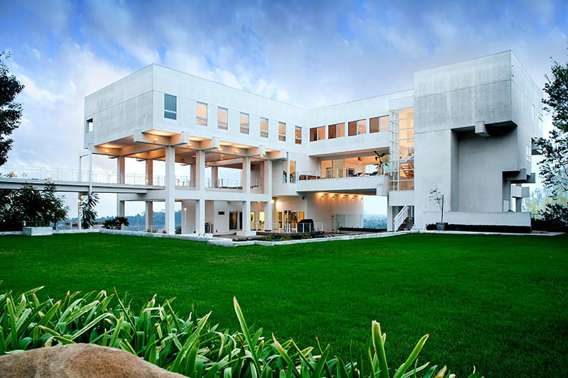 22 outstanding modern mansions for luxury living for Ultra modern homes for sale