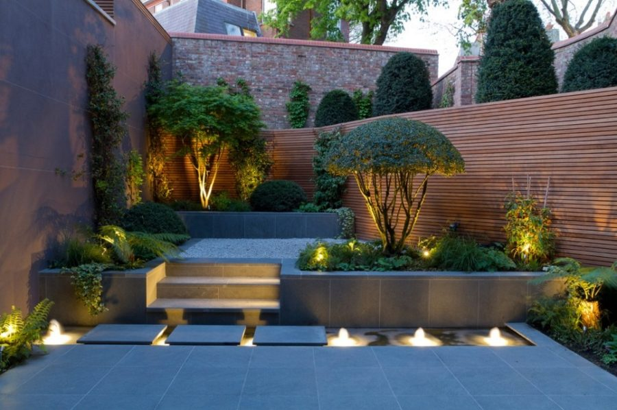 Modern garden designs for great and small outdoors for Antorchas para jardin caseras