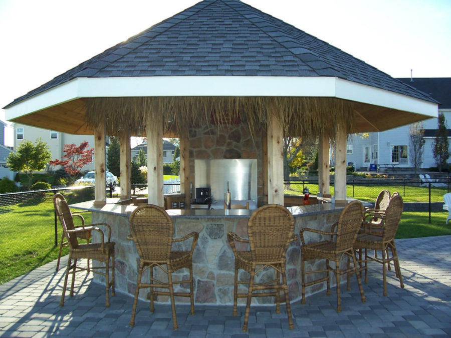 https://cdn.trendir.com/wp-content/uploads/2016/06/Outdoor-Tikki-bar-900x675.jpg