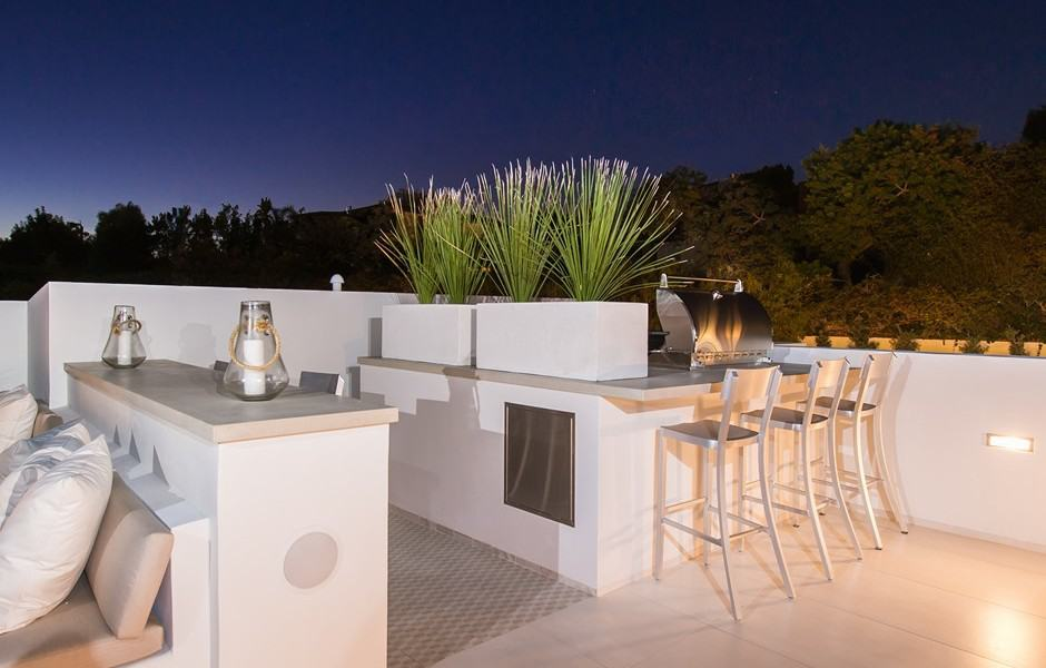 Outdoor wet bar and seating area