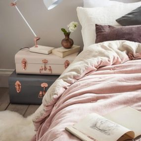 Pink Bedroom Sheets 285x285 Decorating With Pink Accents: 20 Ways to Create This Look