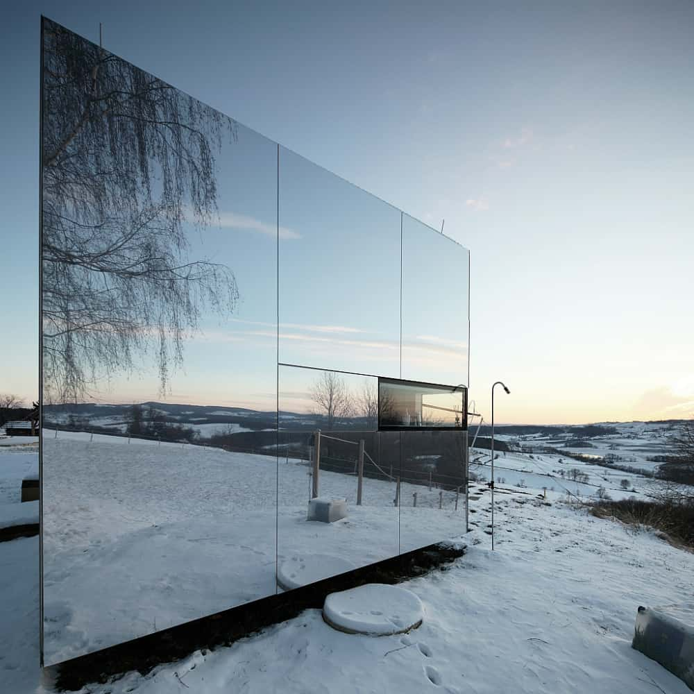 Portable mirror house by Delugan Missl
