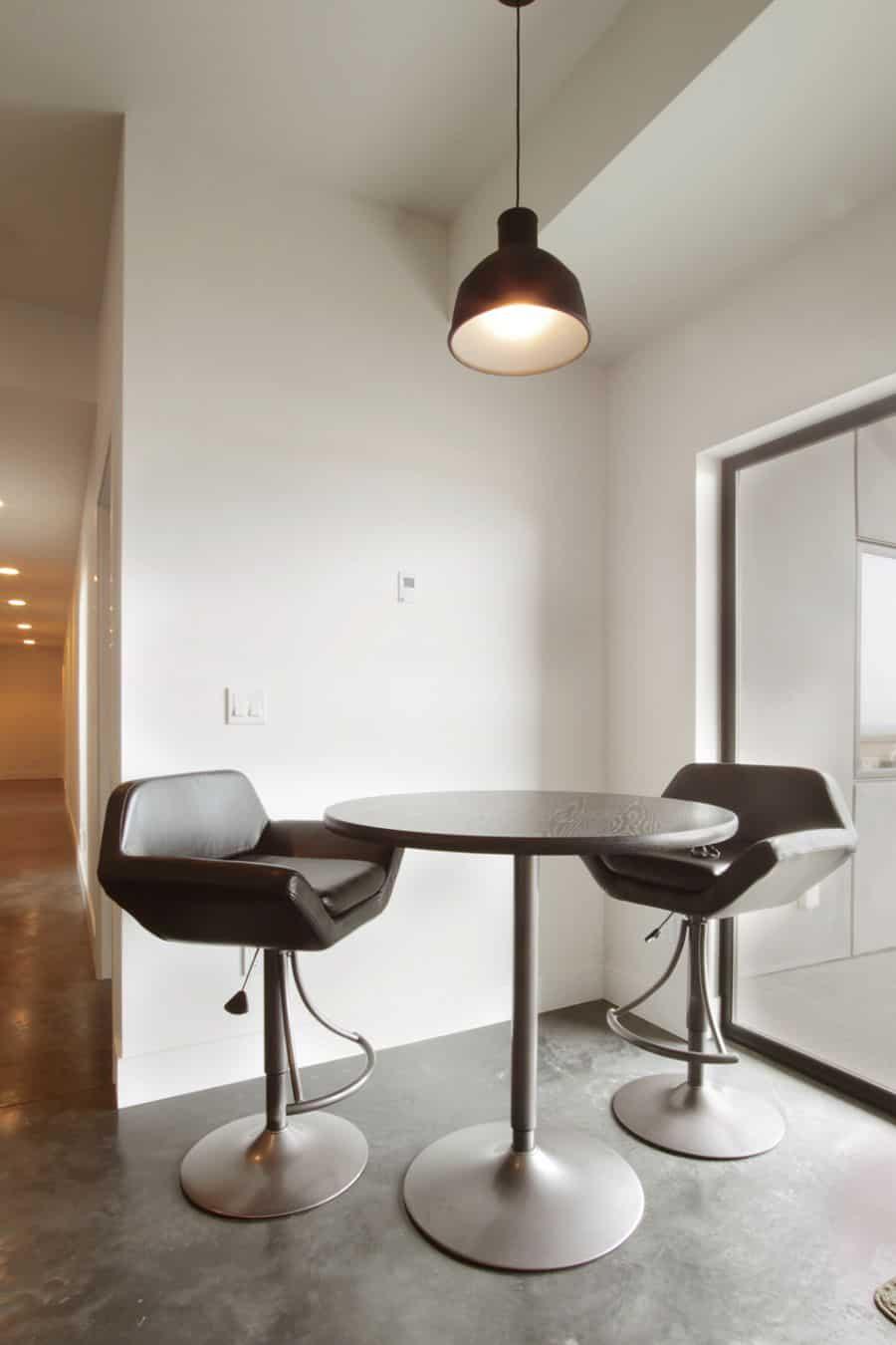 Simple Breakfast Room