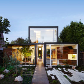 Flat Roof Houses That Make Good Use Of All Space