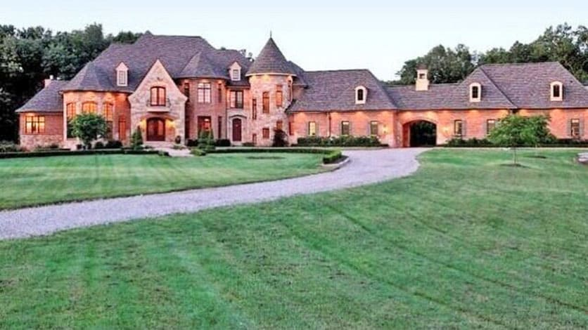 20 most amazing homes of nfl football players for Pics of new homes