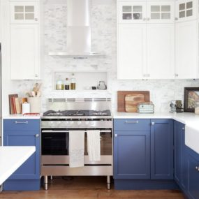 1 1 two tone kitchen cabinets 285x285 35 Two Tone Kitchen Cabinets To Reinspire Your Favorite Spot In The House