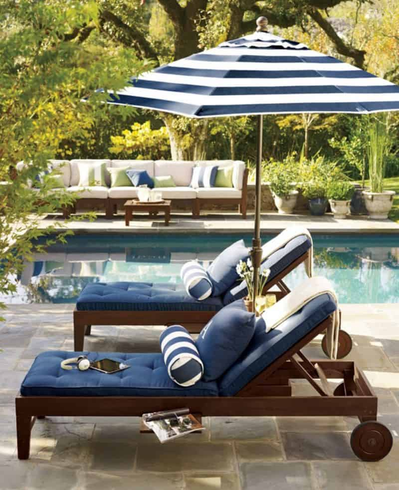 Blue These luxury lounge chairs