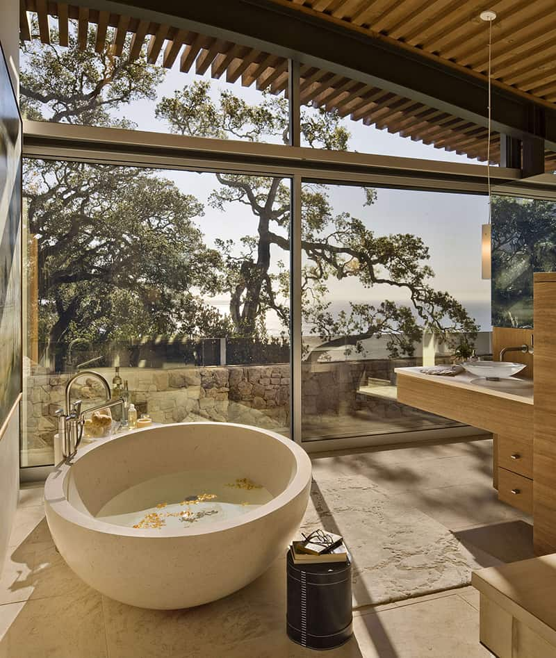 Circular bathtub in home by Carver + Schicketanz