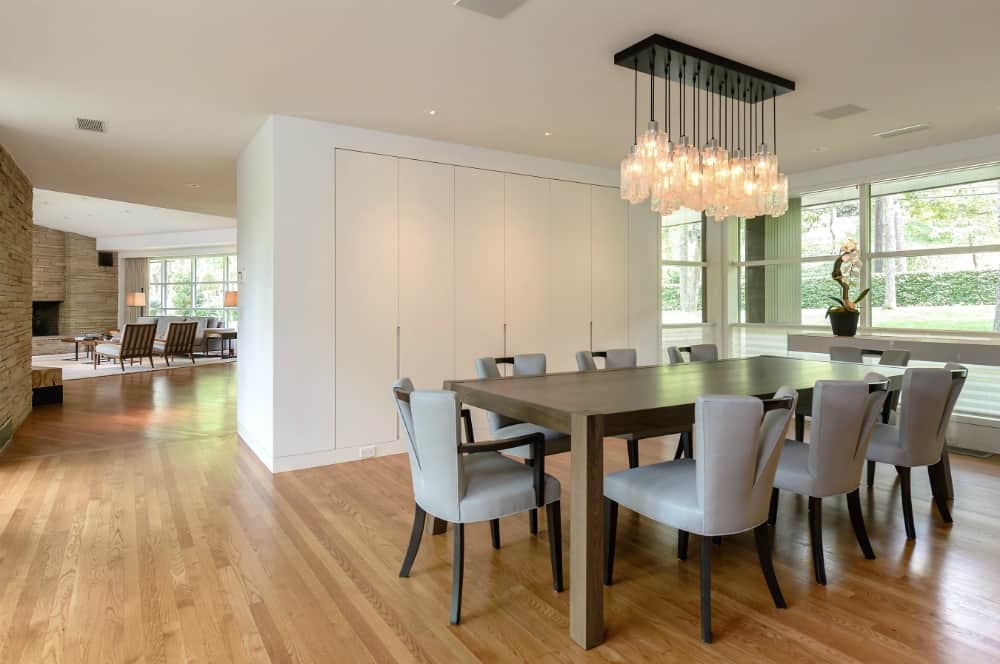 Dining room in the Modern Ranch-Style Home Near the Dallas Arts District