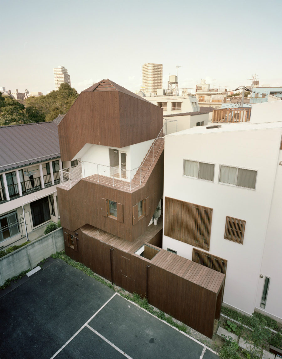 Double Helix House by Onishimaki + Hyakudayuki Architects