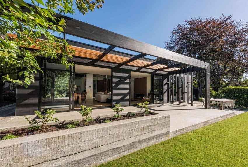 Eichler style house by Cymon Allfrey Architects Ltd. Eichleresque House in New Zealand Features Its Own Steam