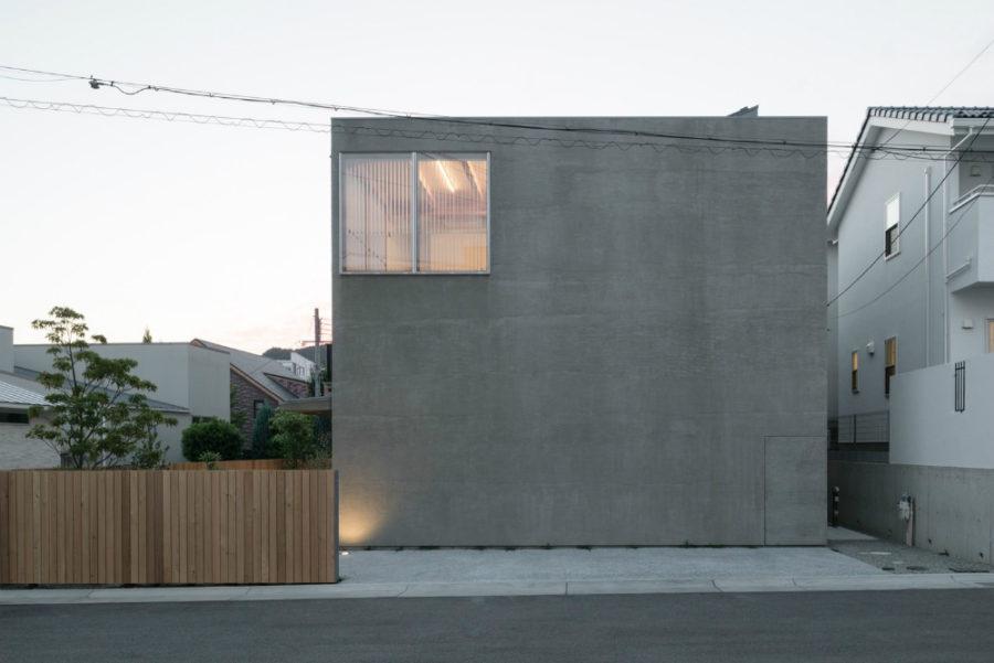 Feeling of Distance House by Tsubasa Iwahashi Architects