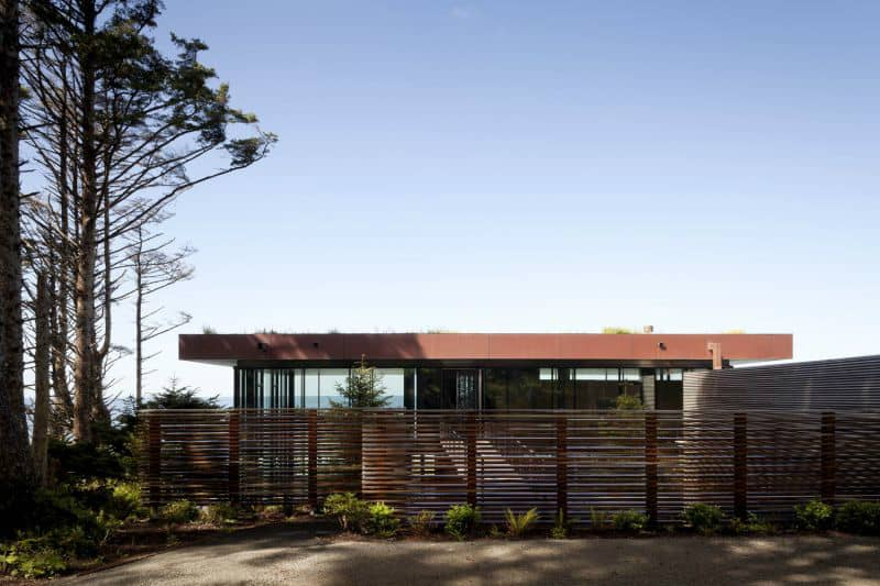 Fence increases privacy in a glass home