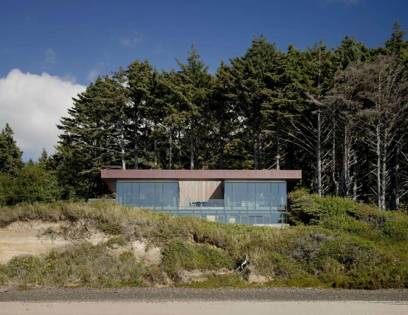 Beach House In Oregon Forest Opens Up To The Ocean