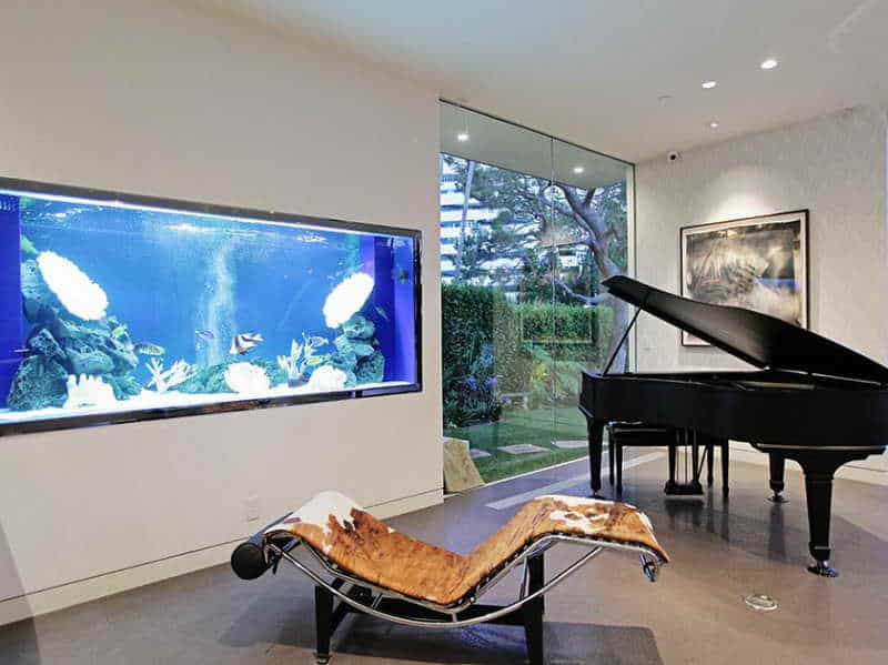Amazing built in aquariums in interior design for Fish tank house