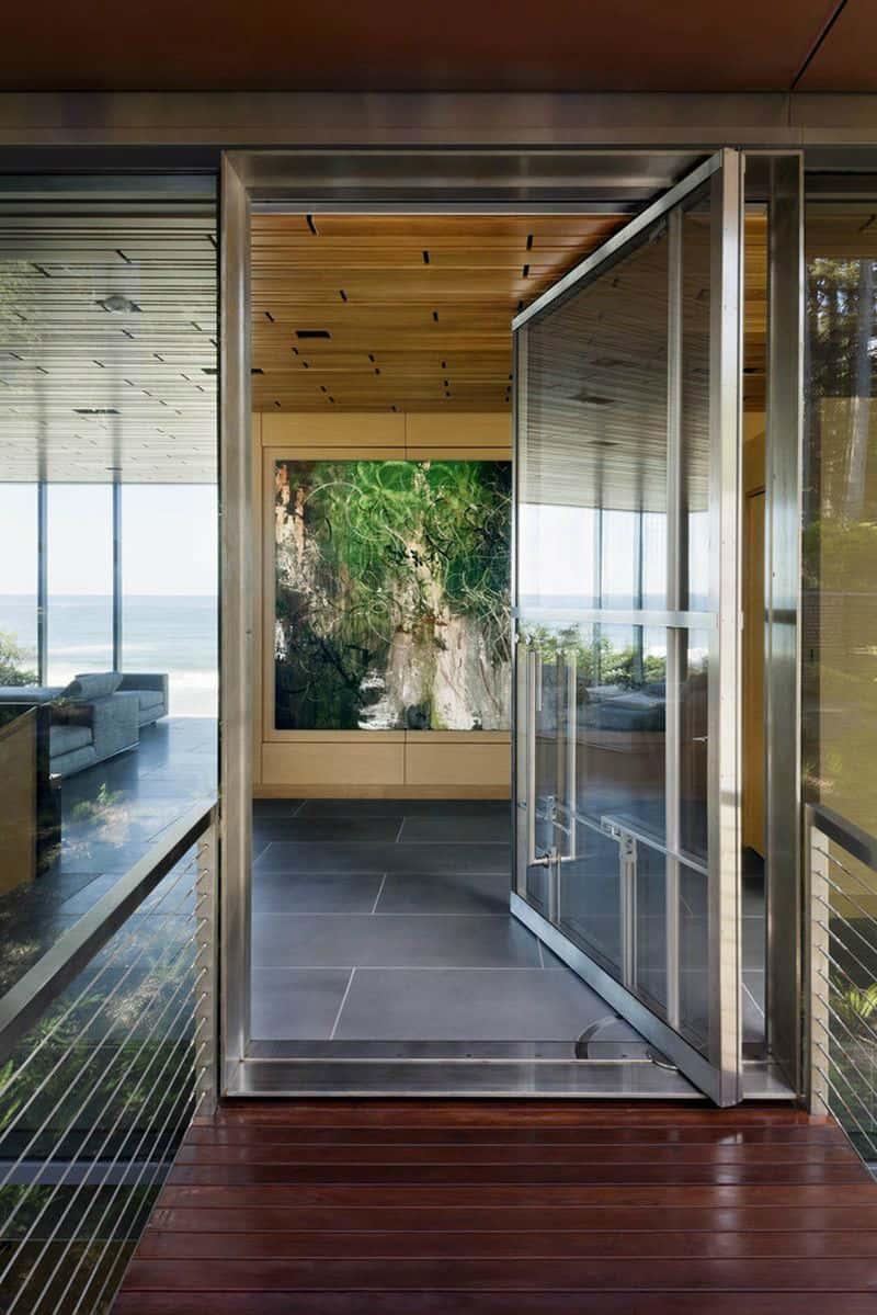 Pivot door entrance