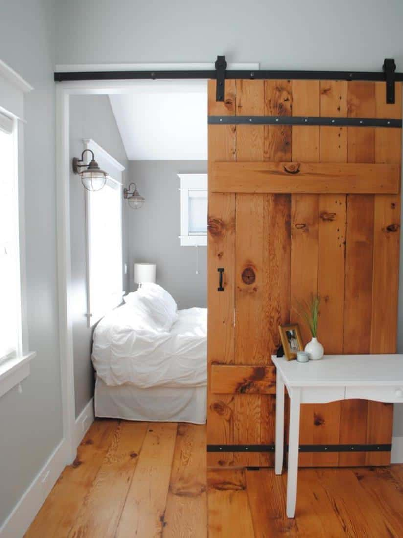 Bring some country spirit to your home with interior barn for Bedroom barn door hardware