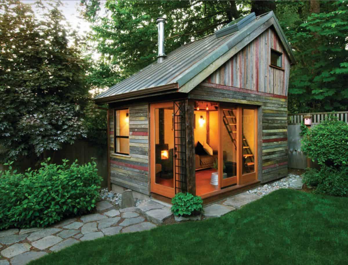 Small barn inspired backyard cottage