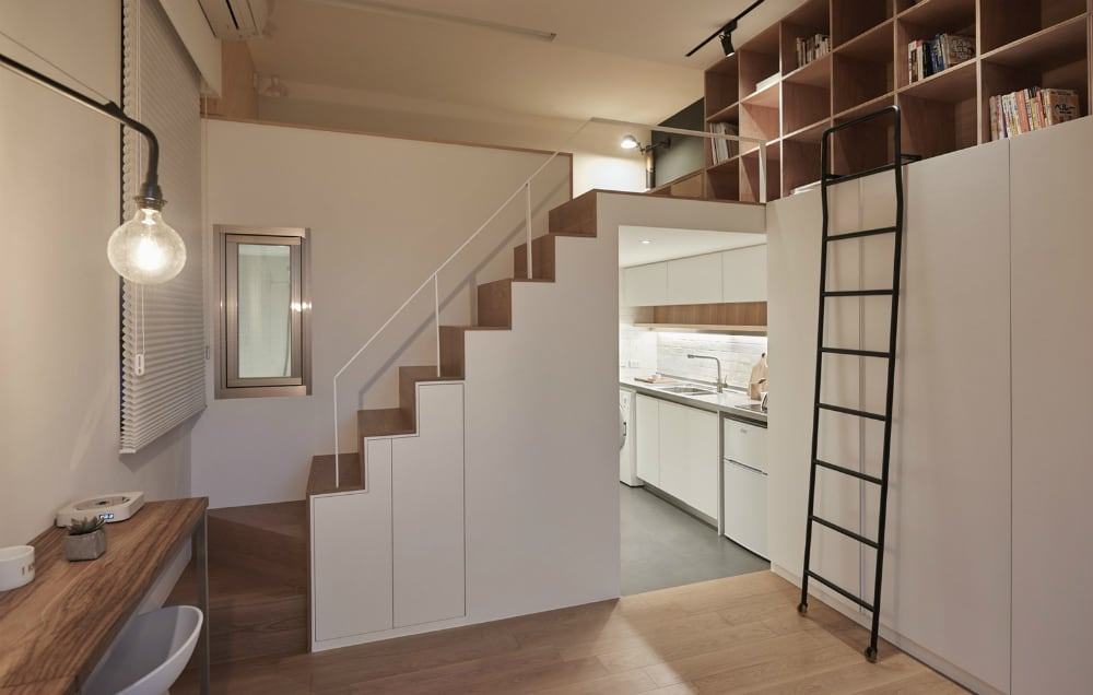 The white interior with light wooden accents makes for an airy atmosphere in a small apartment