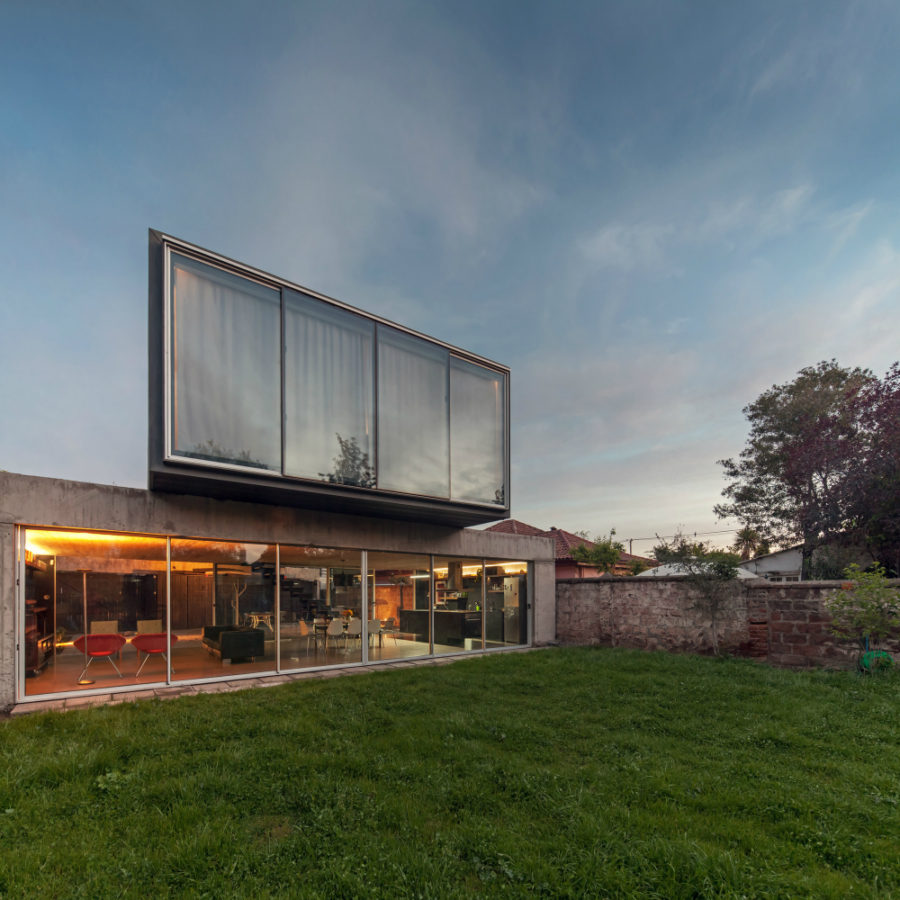 Un Patio House by Polidura + Talhouk Arquitectos