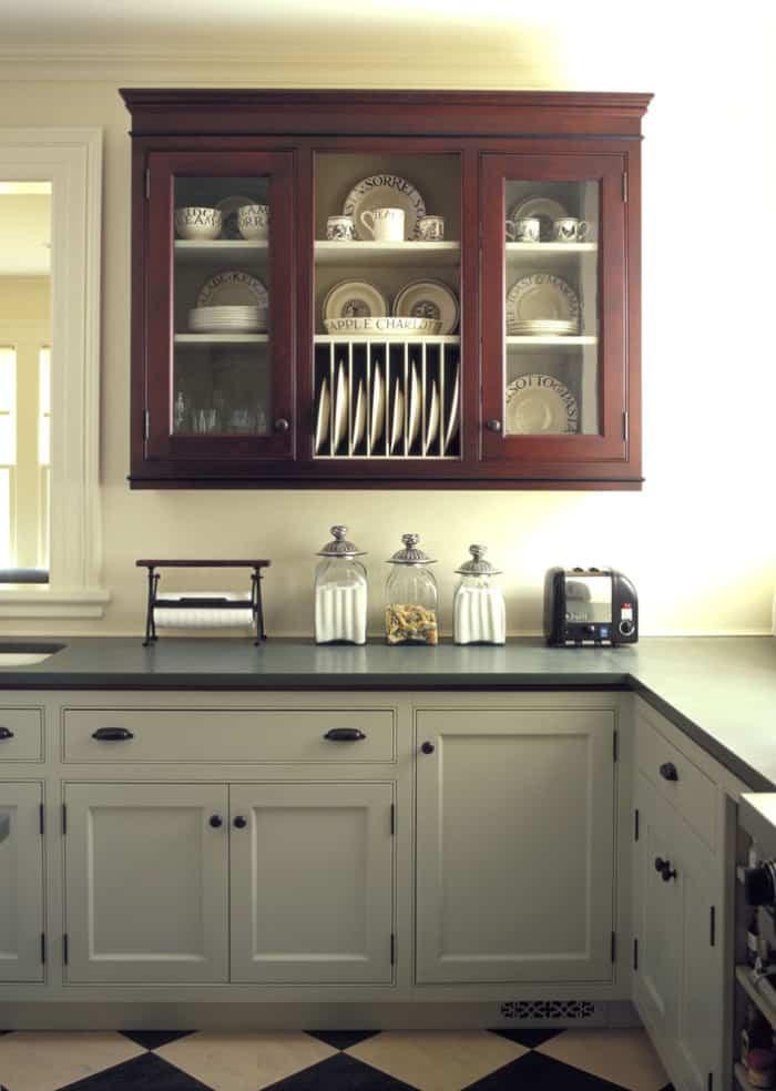 35 two tone kitchen cabinets to reinspire your favorite for Cherry wood kitchen cabinets price