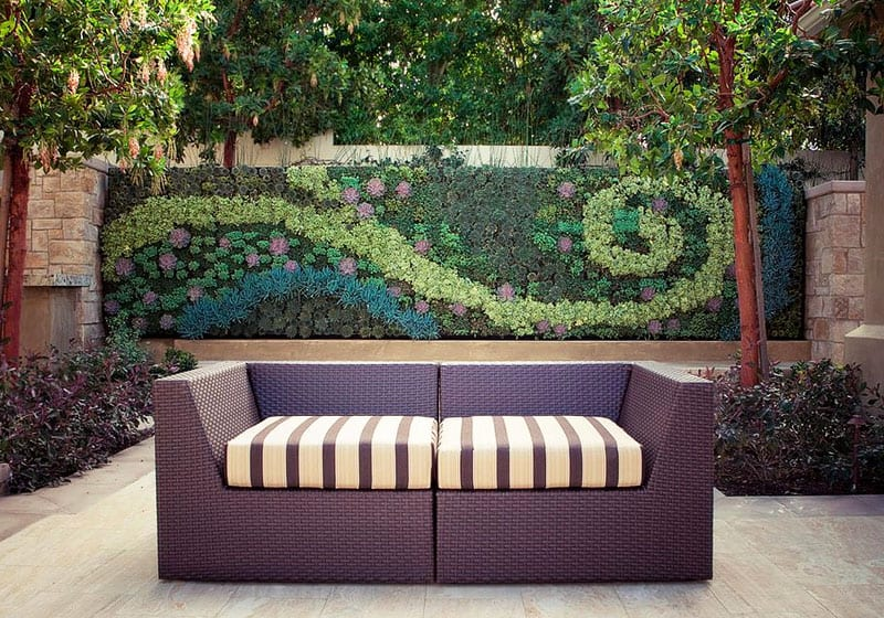 Delicieux View In Gallery Backyard Feature Wall   Brilliant Backyard Ideas, Big And  Small   Backyard .