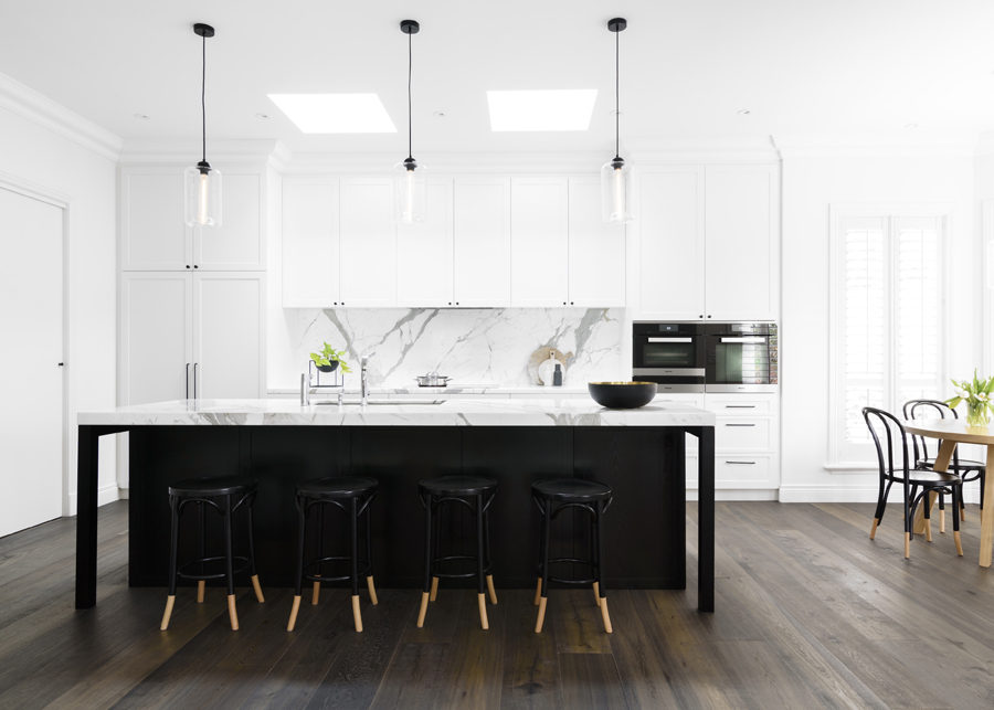 Black and white kitchen by Biasol Design Studio 900x643 Modern Kitchen Backsplash Ideas for Cooking With Style