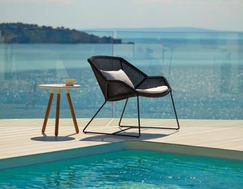Ultra Modern Pool Lounge Chairs to Turn Your Backyard Into Retreat