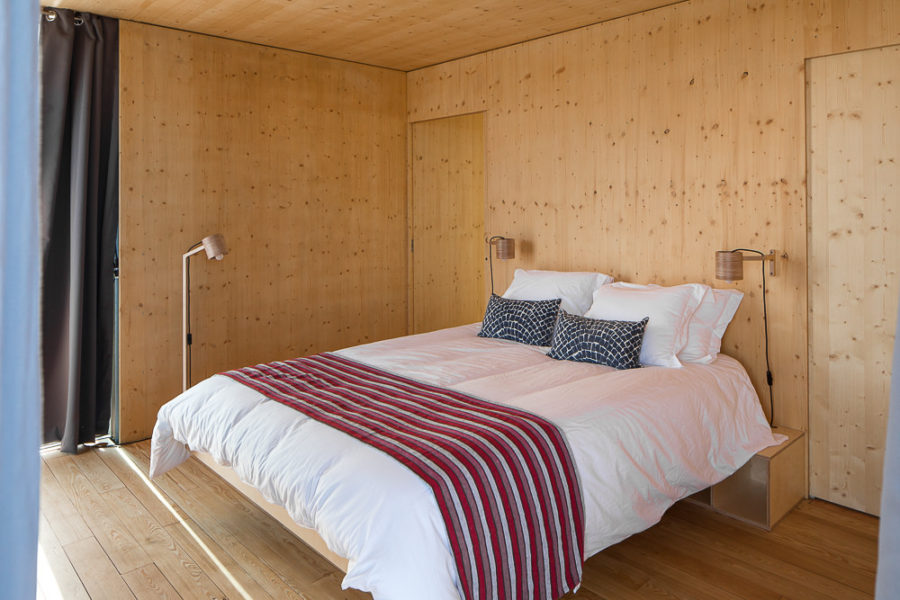 Floatwing bedroom