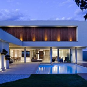 Sleek Modern House in Brasilia Shuts Off Road to Integrate With Nature