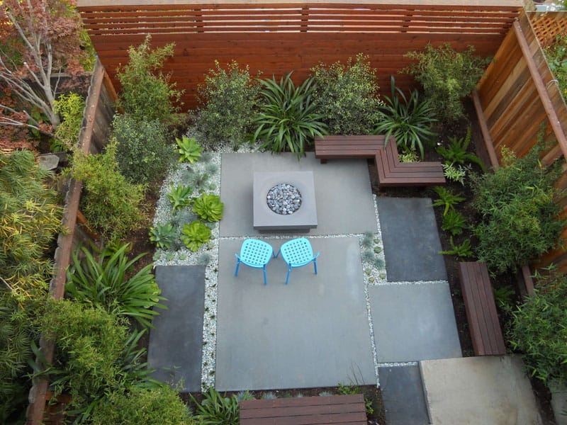 Small backyard by Growsgreen Landscape Design