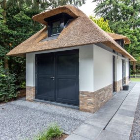 Villa addition shares the same style and aesthetic of the main building 285x285 Striking Villa Naarden Is a Modernized Dutch Thatched House