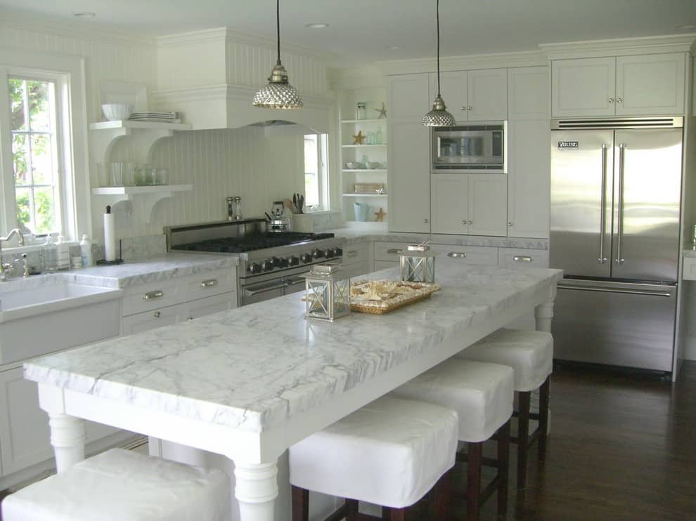 Beach-marble-kitchen-countertop-on-the-large-island