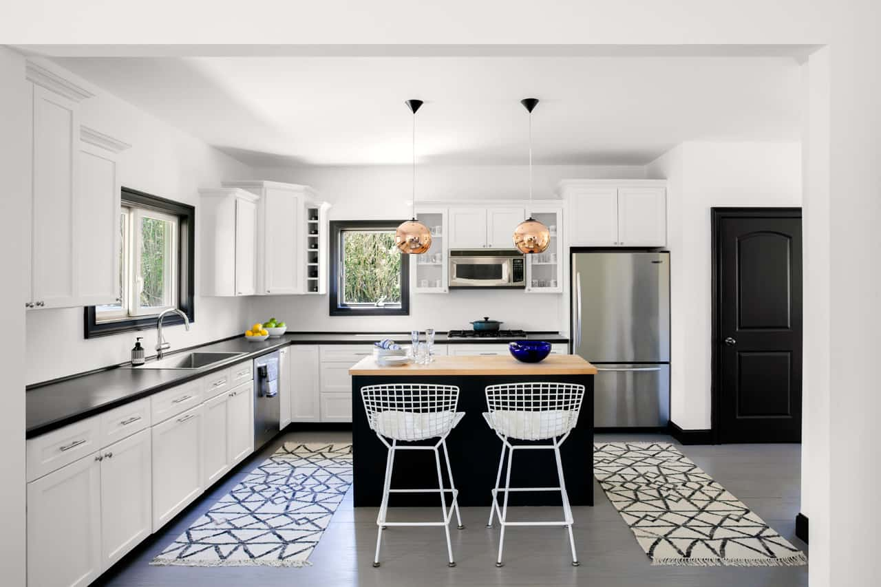 black-and-white-kitchen-flaunts-trendy-accents