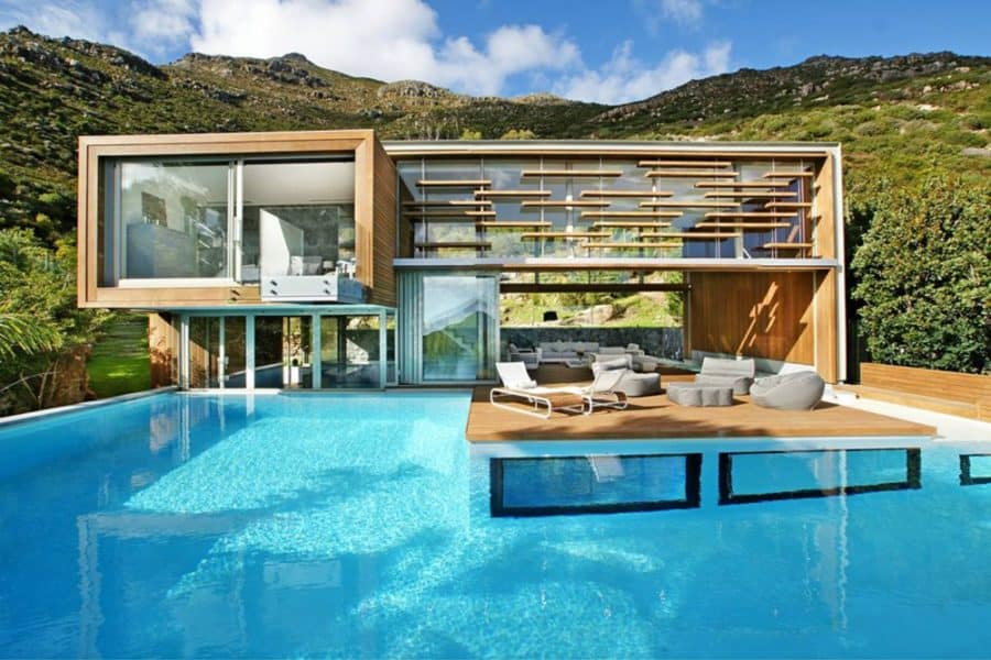 Cantilever house building with pool