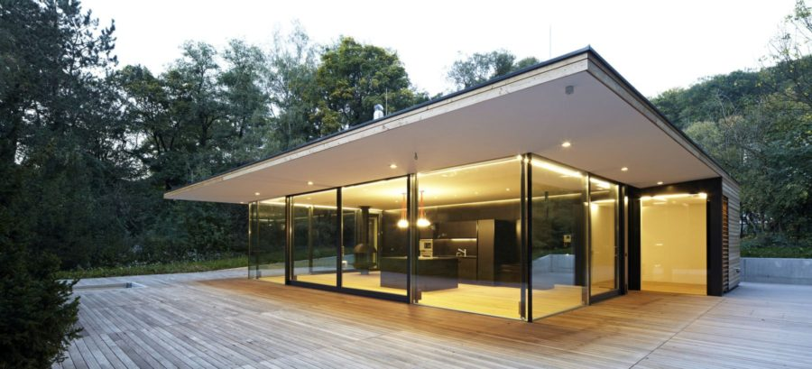 Casa Hainbach Glass House from MOOSMANN