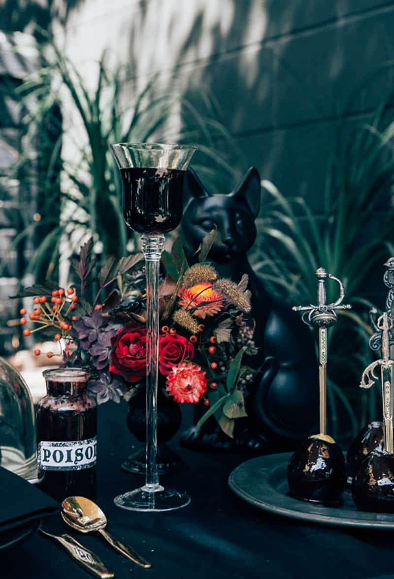 chic-halloween-tablescape
