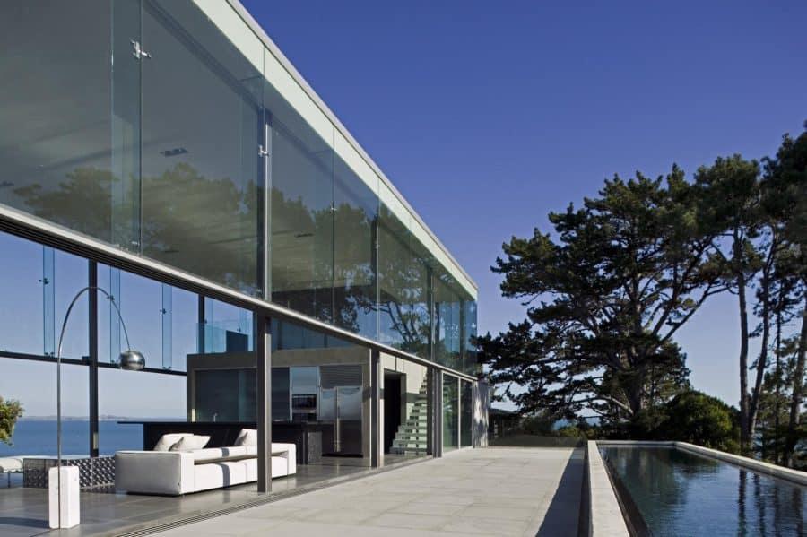 Contemporary Escape – Glass Wall