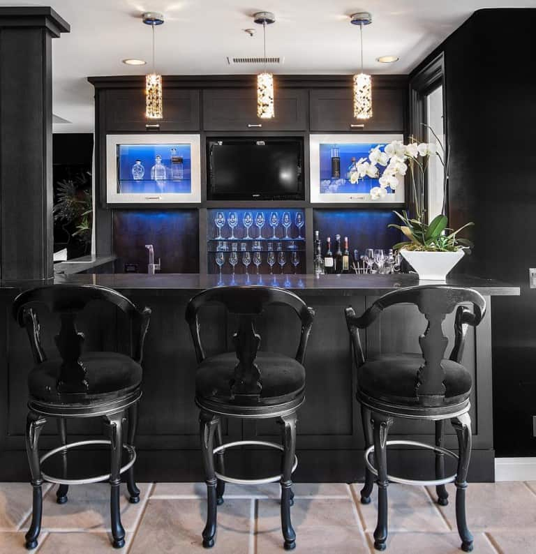 Contemporary home bar in black