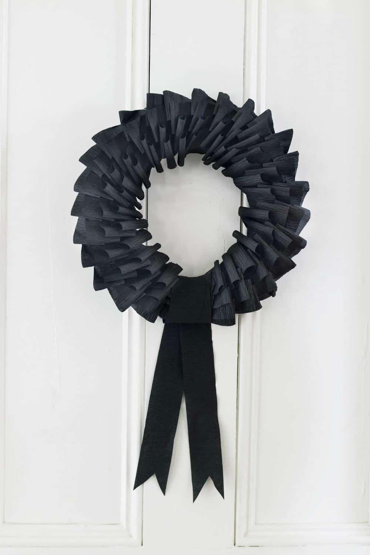creepy-crepe-paper-wreath