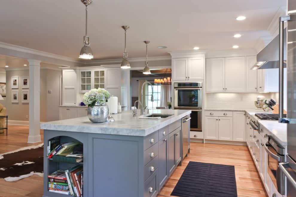 Dark-white-marble-kitchen-countertop-on-a-large-grey-island