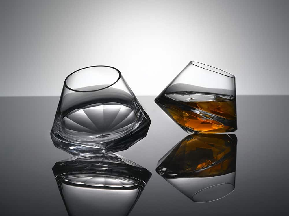 5 Stemless Drinking Glasses For Your Chic Home Bar