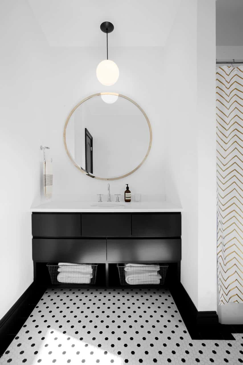 here-the-accents-are-simple-and-minimalistic