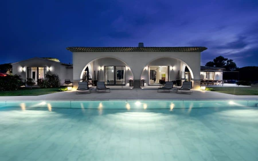 Privacy house with pool
